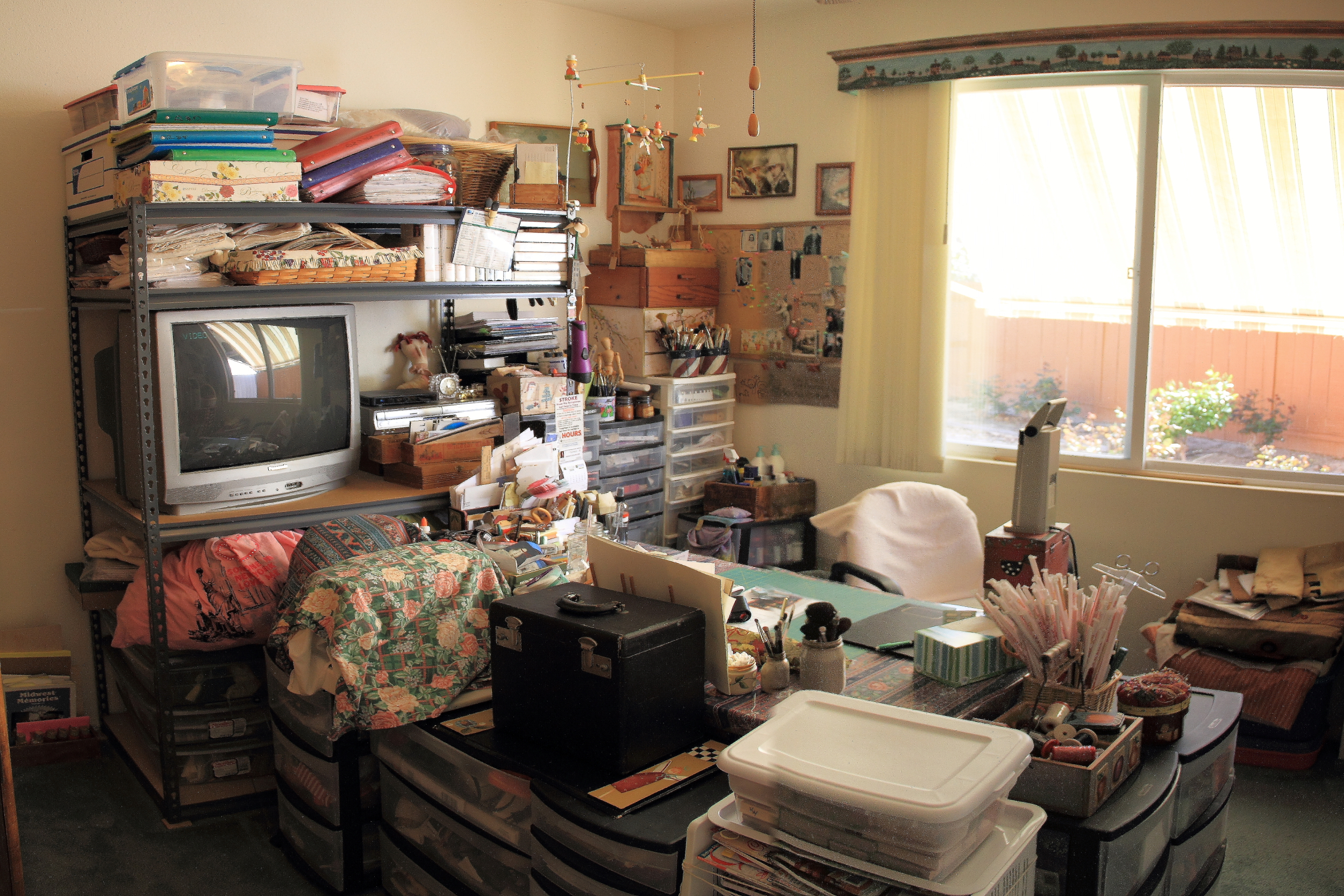 Third bedroom being used as a hobby room.